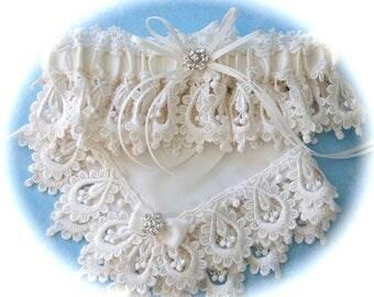 Wedding garter and hanky set,  Ivory wedding set,  garter set