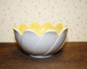 Vintage Yellow Potery Flower Bowl