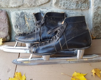 Vintage MENS SPEED SKATES, size 5.  Black leather Johnson's racing ice skates from 1950s / winter sports decor for cottage den man cave