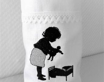 Light bag Vasenhusse doll Mama embroidered linen