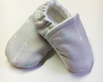 Wide Soft Baby Shoes for Boy or Girl, Newborn Soft Sole Shoes, Infant Soft Botton Shoe, Adjustable Soft Moccasin, Soft Non-slip Baby Booties
