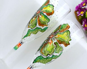 Green toasting glasses Hand painted Wedding glasses Champagne flutes Greenary wedding Spring wedding Gift for couple Set of 2