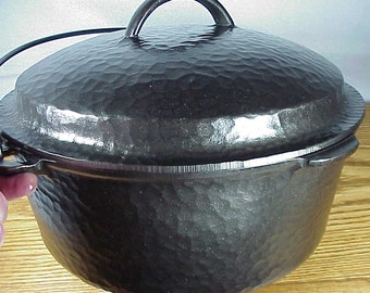 8 Wagner Ware Hammered DUTCH OVEN with matching Lid - Unmarked, Just numbered  - Beautiful Set!