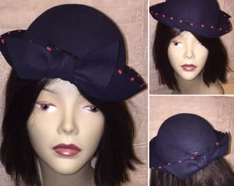 The Cutest Vintage 1930s Dark Navy Blue and Red Felt Bowler Derby Cloche Hat with Bow