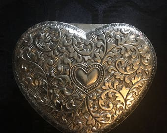 Ornate heart jewelery box / heart shape jewelery box