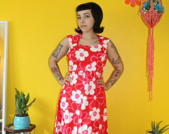 Vintage 1970's Red and Pink daisy floral maxi dress with cut out