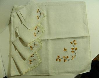 Vintage Mid Century linen table cloth oak leaves and acorns