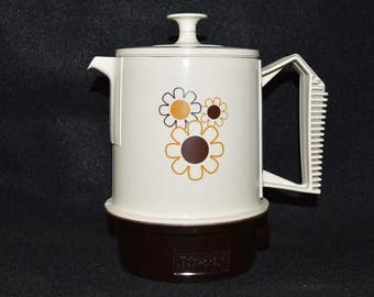 Vintage Regal Poly-Perk 4 Cup Coffee Percolator,  Electric Coffee Pot Daisy Design, 1970s Retro Kitchen, Adorable Coffee Maker and It Works!