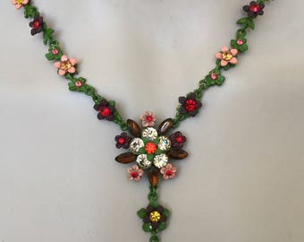 Adorable Vintage 2pc spring nature flowered necklace & earrings set .