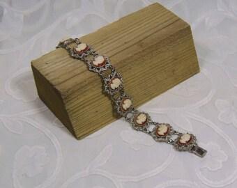 Vintage Costume Jewellery Cameo Bracelet (2843)