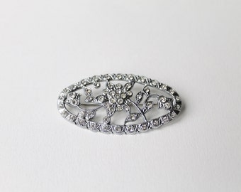 Vintage silver flower crystal oval brooch. 1950's c clasp crystal silver tone oval brooch. Festive flower oval brooch. Christmas brooch.