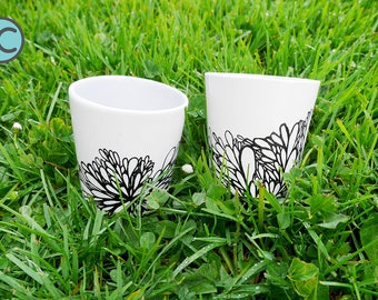 Set of 2 mugs with small patterns
