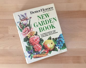 Vintage 1963 New Edition Better Homes & Gardens Garden Book, Ring Binder Planning Lawns Groundcovers Trees Shrubs Vines Roses Flowers Plants