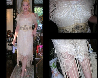Vintage 1990's cream silky crocheted beautiful Gatsby 1920's style dress ft. scalloped tassel hemline and vintage nylon\lace underslip SMALL