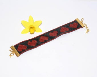 Bracelet with black and Red hearts in Japanese seed beads or myuki delicas