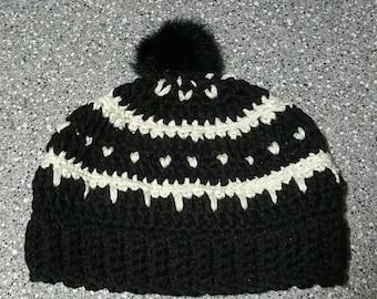 Chunky soft yarn Beanie with faux fur pom pom. Black and White. Winter hat.