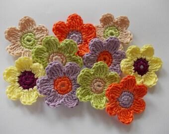 10 crochet flowers - 4,5 cm in size - colorful - crochet