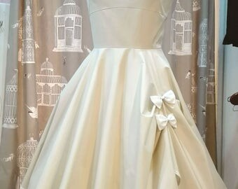 Dress pin up cream