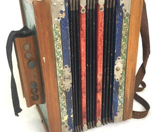 Late nineteenth century Surhs accordion