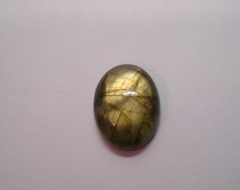 Natural Labradorite, oval cabochon, 21.60 carats, 21x16x7mm, yellow, opaque, pink, green colors play