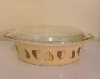 Pyrex golden hearts casserole, promotional Pyrex, casserole with glass lid, vintage pyrex, 2.5 quart, bakeware