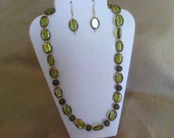 285 Vintage Style Gold and Green Jade Colored Glass Beads Beaded Necklace