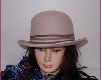 Gorgeous vintage beige pink felt hat with flower - S - beautiful beige felt rose by Georgette.Petit Hat