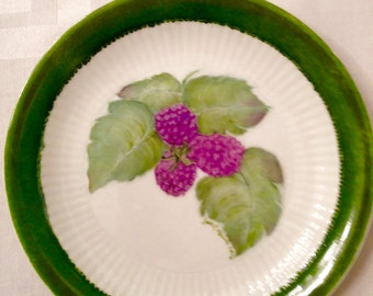 Blackberries on green rimmed plate