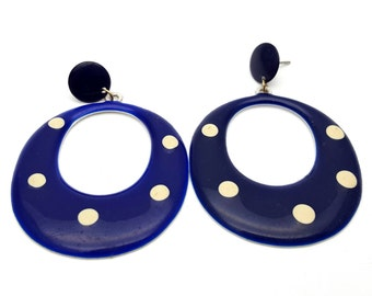 MOD Plastic Navy and Cream Oval Drop Earrings Vintage 90s Geometrical Tone Metal Nautical Earrings Hippie Rockabilly Sailor Rock and Roll