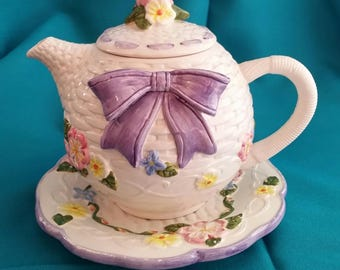Teapot with Lavender Bow/ CWC Teapot with Bow/Spring Time Teapot/Teapot with Bow/Teapot With Flowers and Bow/Vintage Teapot With Flowers