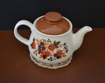 1970's Sadler Teapot - Wild Berries & Flowers - Made in England