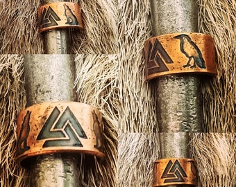 Norse Valknut Ring flanked by Wolves (Geri and Freki) or Ravens (Hugin and Munin) Ring.