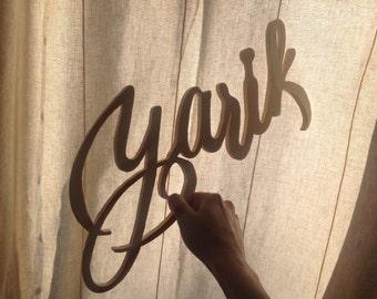 Nombre caligrafiado en madera. Decora con nombres en madera, personalizado con caligrafía. Regalo personalizado para bebés.