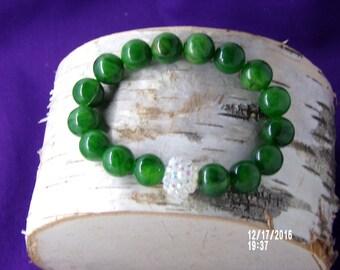 B1271 Green Glass Beaded Bracelet.