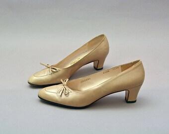 Vintage Ferragamo Heels 70's light Beige Leather Stack Heel 1970's Boho Bohemian classic Minimalism shoes Bow Toe babydoll 7.5 8