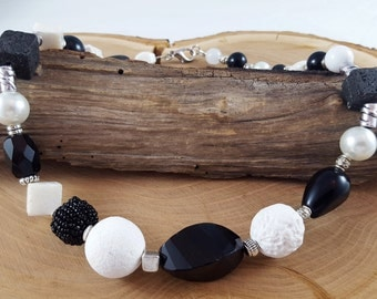 Necklace in black white material mix