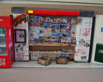Diorama painting of a newspaper kiosk in Paris 1/12 th