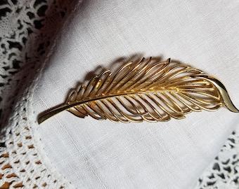 TRIFARI VINTAGE Golden Leaf Brooch 1960's
