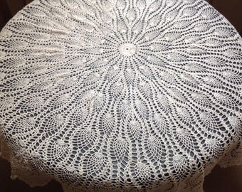 Superb Vintage Hand crochet circular cotton tablecloth pineapple stitch