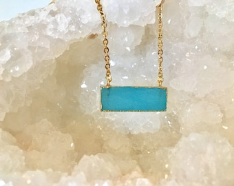 Blue calzedonia stone pendant necklace with gold chain