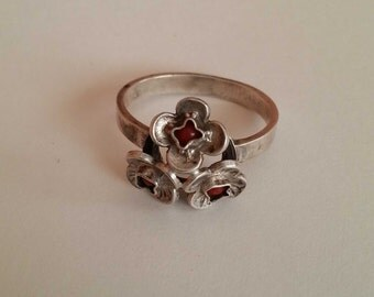 Silver, vintage ring with small corals, cluster of flowers