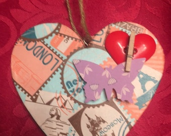 Dangling heart picture holder
