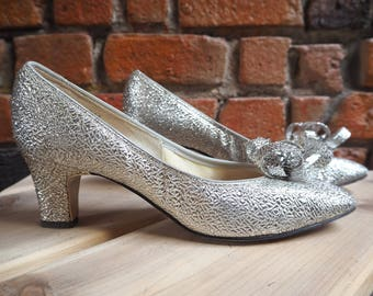 Women's 60s Silver Metallic Slip On Shoes Heels With Bow Size US 7