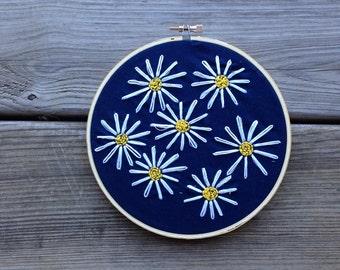 Daisy Embroidery Hoop