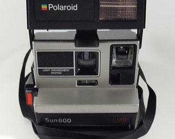 VINTAGE Polaroid Sun 600 Light Management System Instant Camera With Strap Made In USA