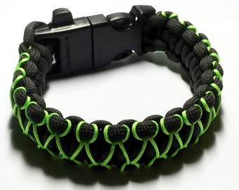 Survival Bracelet complete with fire starter/whistle buckle