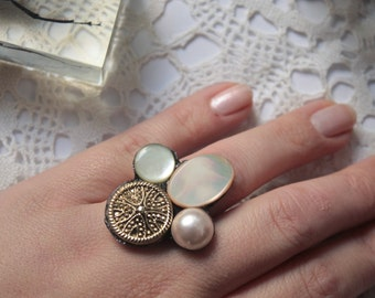 Vintage button ring, gold and pearl