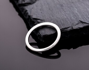 Handmade 925 Silver ring / / gifts for you / / gifts for girlfriend / / ring made of round wire / / gifts for girlfriend