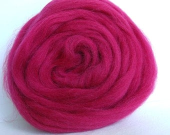 25g wool felting or spinning Merino Cardee combed color raspberry