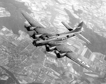Boeing B-17 Flying Fortress Poster Print